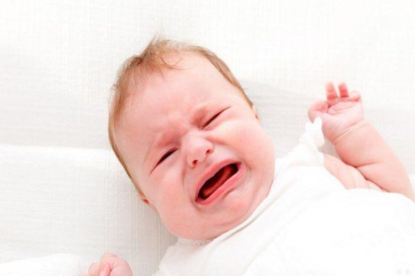neonato piange sempre