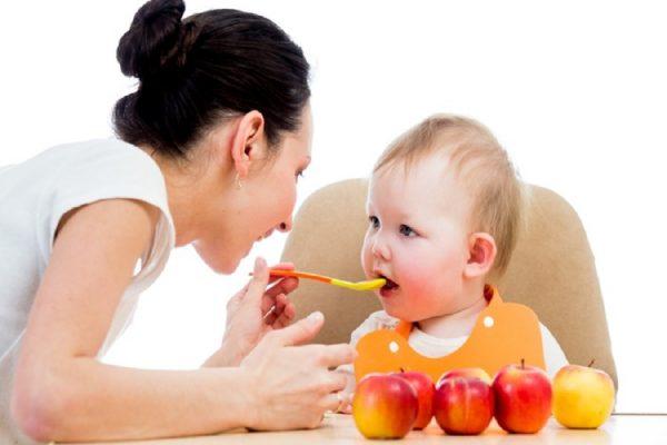 svezzamento con frutta